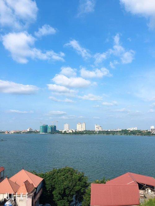 Tây Hồ, Mặt phố, View Hồ Tây, 100m2, 9 tầng, lô góc, đường 20m, 42 tỷ.