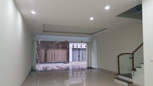 Cho thuê nhà KĐT mới Nam Trung Yên: DTSD300m2, mặt tiền 6m, giá 45tr
